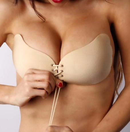 Kleepuvad rinnahoidjad nööridega (nude)