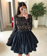 Must käsitööna valminud skater kleit