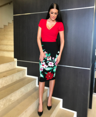 Punane musta seelikuosaga lilleline midi kleit