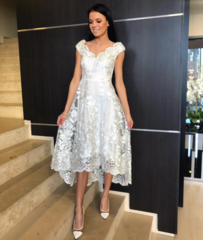 Valge hõbedase mustriga high low kleit