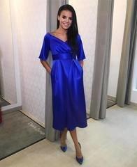 Sinine läikivast materjalist midi kleit