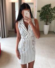 Valge nööpidega kleit (must triip)