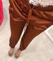 Pruunid libedast kangast püksid
