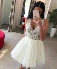 Kreemja puhvis seelikuosaga skater kleit