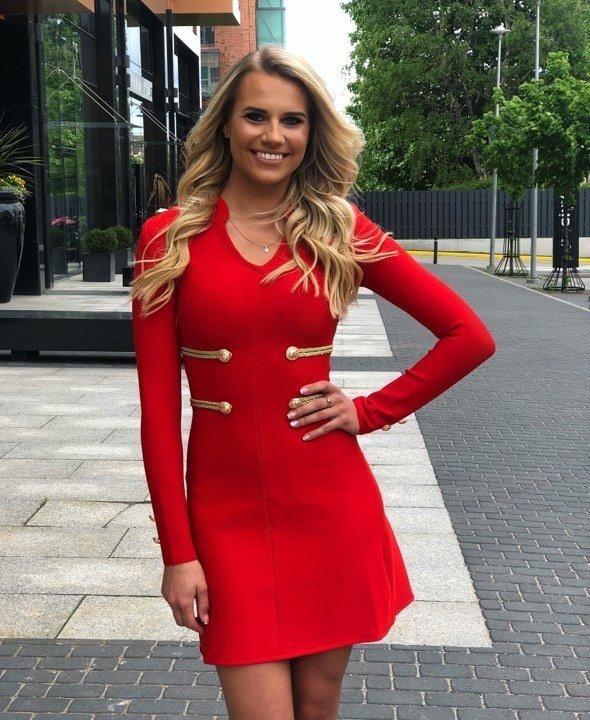 Punane A-lõikega varrukatega bandage kleit