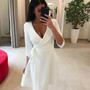 Valge A lõikega kleit