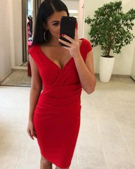 Punane kroogitud kleit