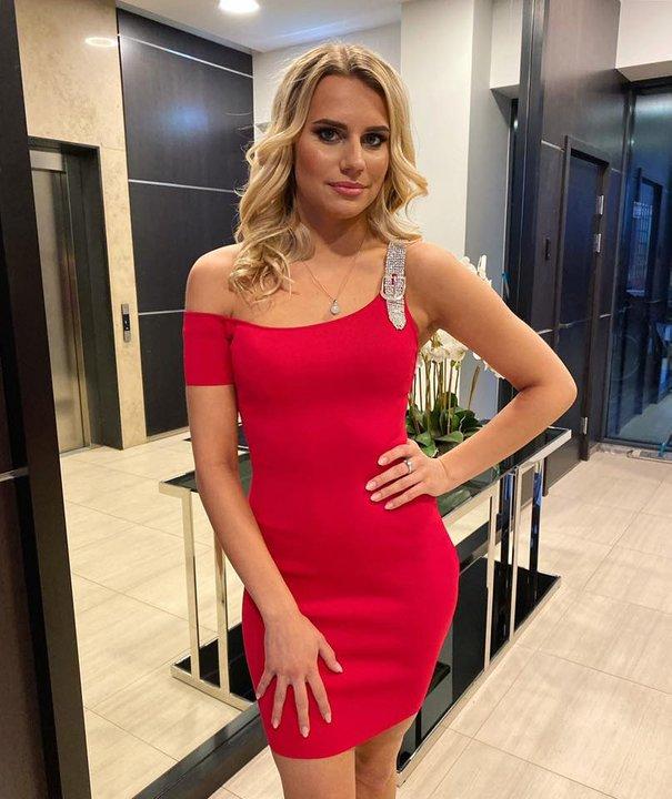 Punane ühe varrukaga kleit