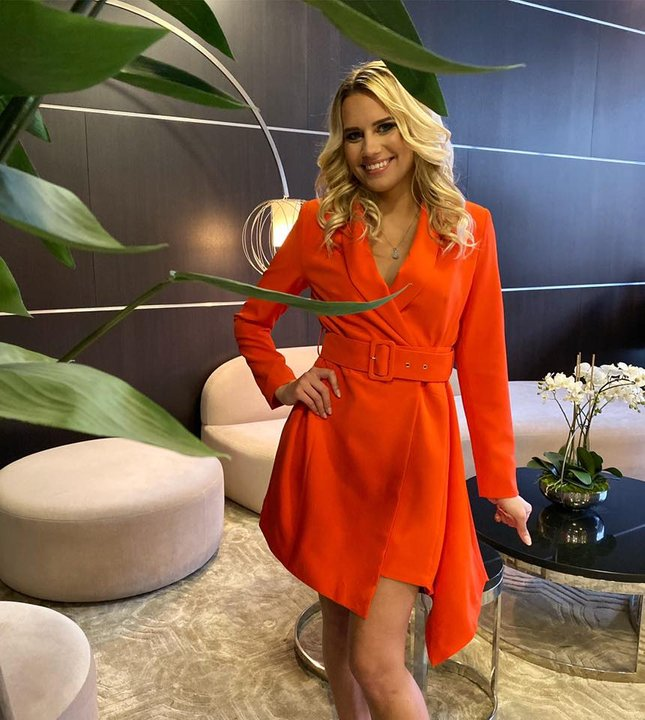 Oranzikas pintsak-kleit vööga